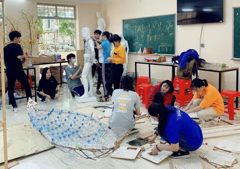 Thầy trò 'hô biến' rác thải thành mô hình công nghệ 4.0 - ảnh 9