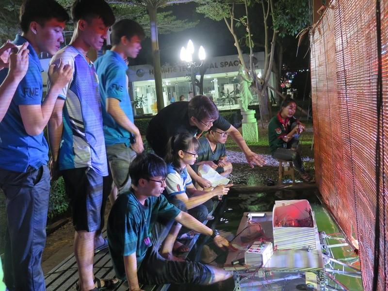 Độc đáo đêm diễn múa rối nước tự động của sinh viên kỹ thuật - ảnh 5