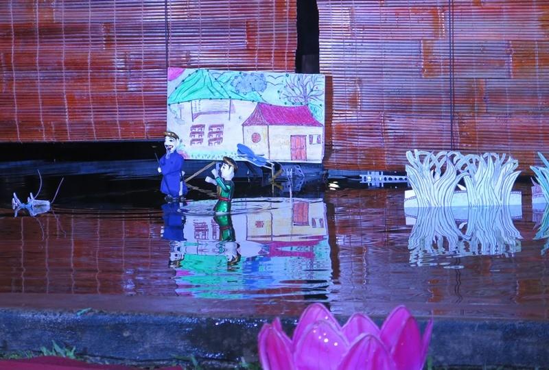 Độc đáo đêm diễn múa rối nước tự động của sinh viên kỹ thuật - ảnh 1
