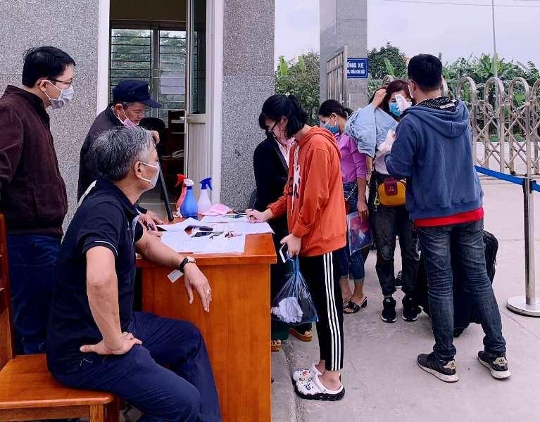 Sinh viên nhiều trường ĐH-CĐ 'khăn gói' đi học trở lại - ảnh 1