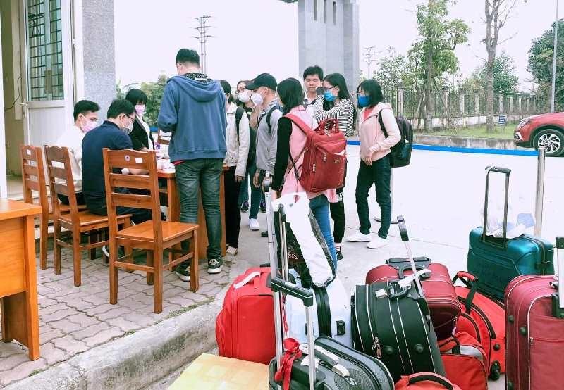 Sinh viên nhiều trường ĐH-CĐ 'khăn gói' đi học trở lại - ảnh 4