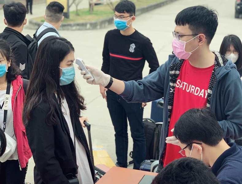 Sinh viên nhiều trường ĐH-CĐ 'khăn gói' đi học trở lại - ảnh 2