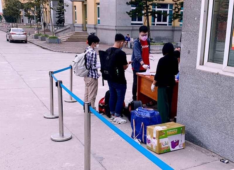 Sinh viên nhiều trường ĐH-CĐ 'khăn gói' đi học trở lại - ảnh 5
