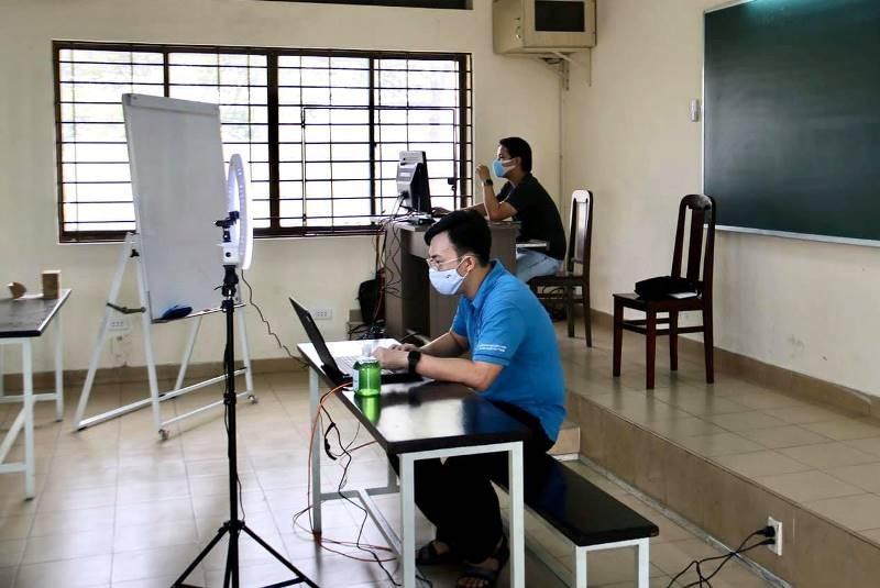 Trường ĐH chi hàng chục tỉ đồng giúp SV tăng tốc học online - ảnh 1