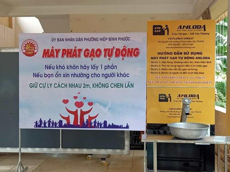 Phường mở ATM gạo, tặng 10 tấn gạo cho người nghèo - ảnh 1
