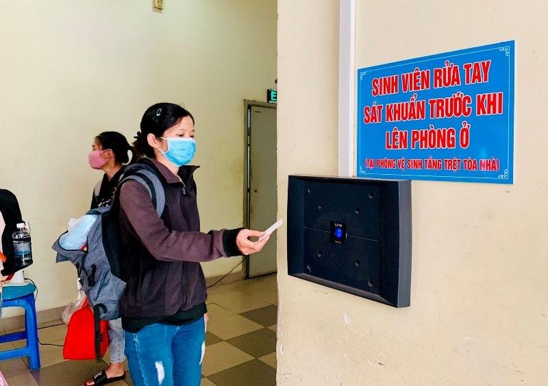 Ký túc xá ĐHQG TP.HCM bắt đầu đón sinh viên trở lại nội trú - ảnh 6