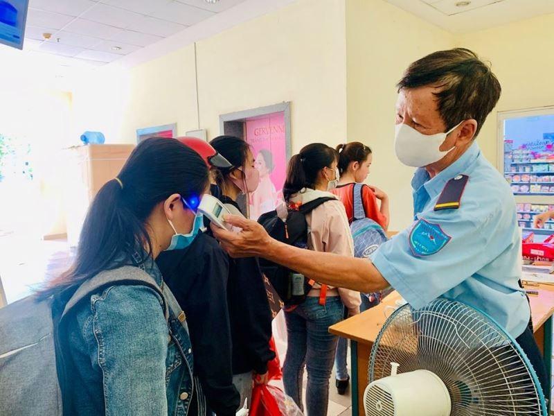 Ký túc xá ĐHQG TP.HCM bắt đầu đón sinh viên trở lại nội trú - ảnh 2