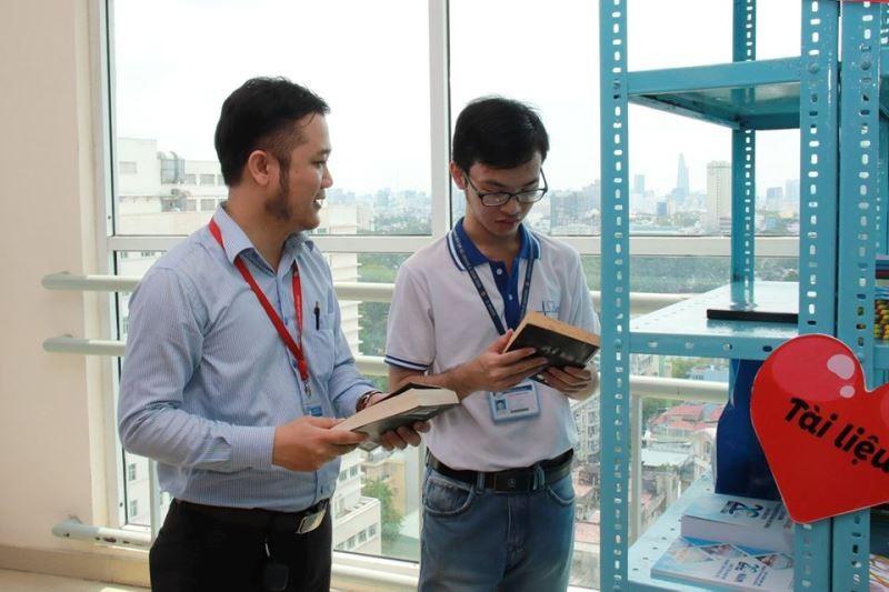 ĐH Y dược TP.HCM mở 'Góc sẻ chia' giúp sinh viên khó khăn - ảnh 6