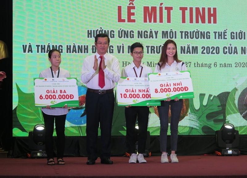 Nam sinh năm 2 giành giải nhất cuộc thi vẽ bảo vệ môi trường - ảnh 1
