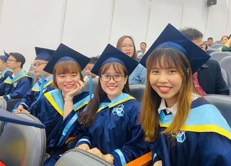 Hai 'bông hoa thép' đặc biệt ở lễ tốt nghiệp Trường Bách Khoa - ảnh 2