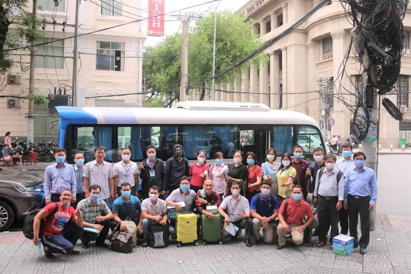 Giảng viên các trường ĐH đồng loạt rời TP.HCM đi làm thi THPT - ảnh 5