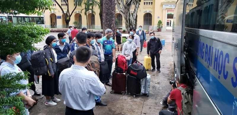 Giảng viên các trường ĐH đồng loạt rời TP.HCM đi làm thi THPT - ảnh 8