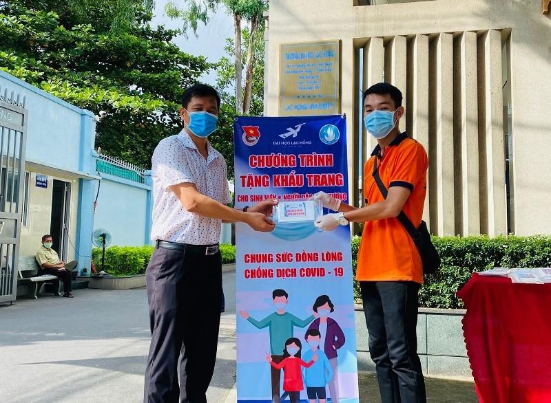 Nam sinh góp 2.500 khẩu trang cùng nhà trường chống COVID-19 - ảnh 4
