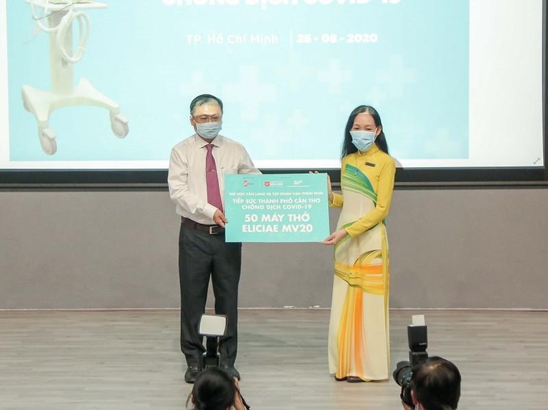 ĐH Văn Lang tặng 540 máy thở cho các địa phương chống COVID-19 - ảnh 3