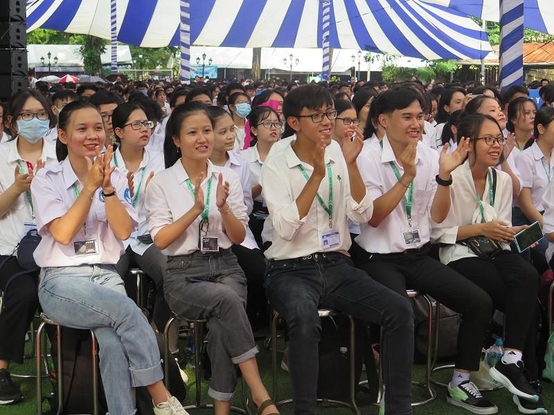 14 tân sinh viên ĐH Y dược TP.HCM nhận học bổng 'khủng' - ảnh 1