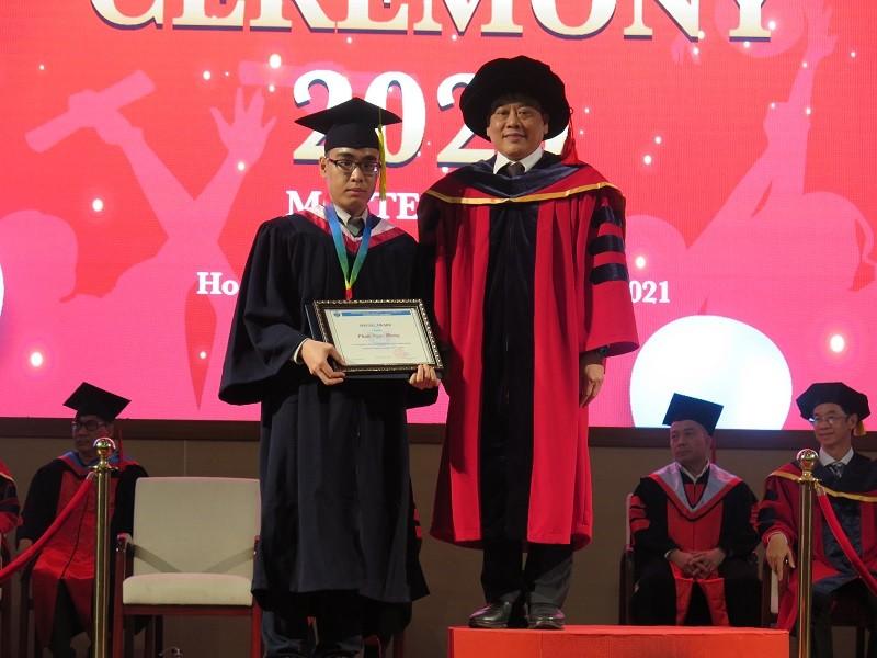 Bộ ba cùng họ Phan được vinh danh thủ khoa tại lễ tốt nghiệp - ảnh 2