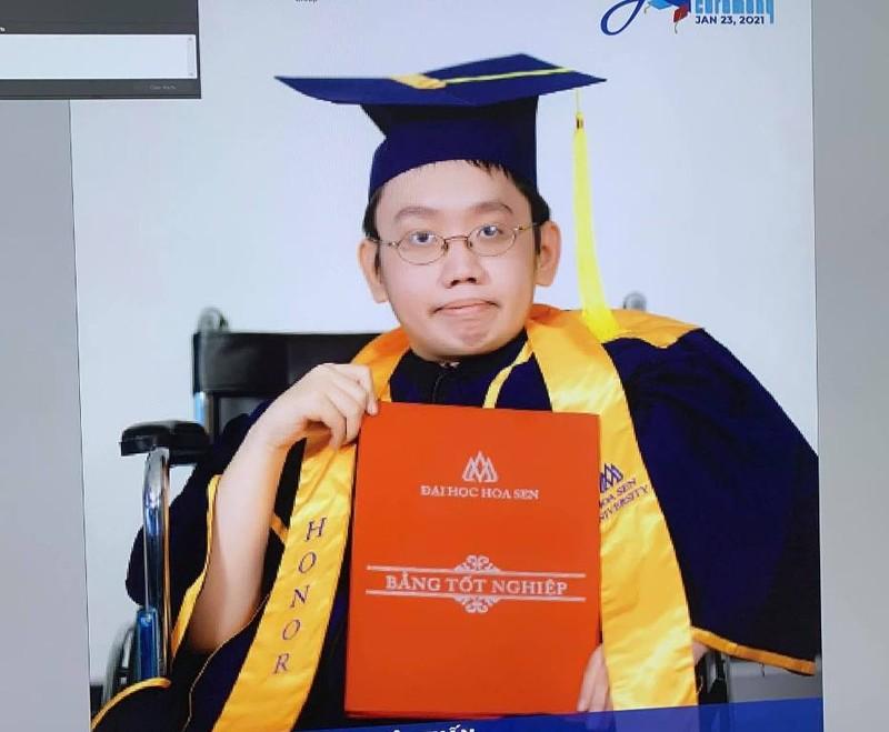 Chuyện của cậu sinh viên bại liệt tốt nghiệp đại học loại giỏi - ảnh 1