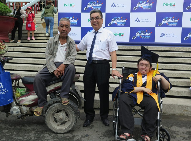 Chuyện của cậu sinh viên bại liệt tốt nghiệp đại học loại giỏi - ảnh 5
