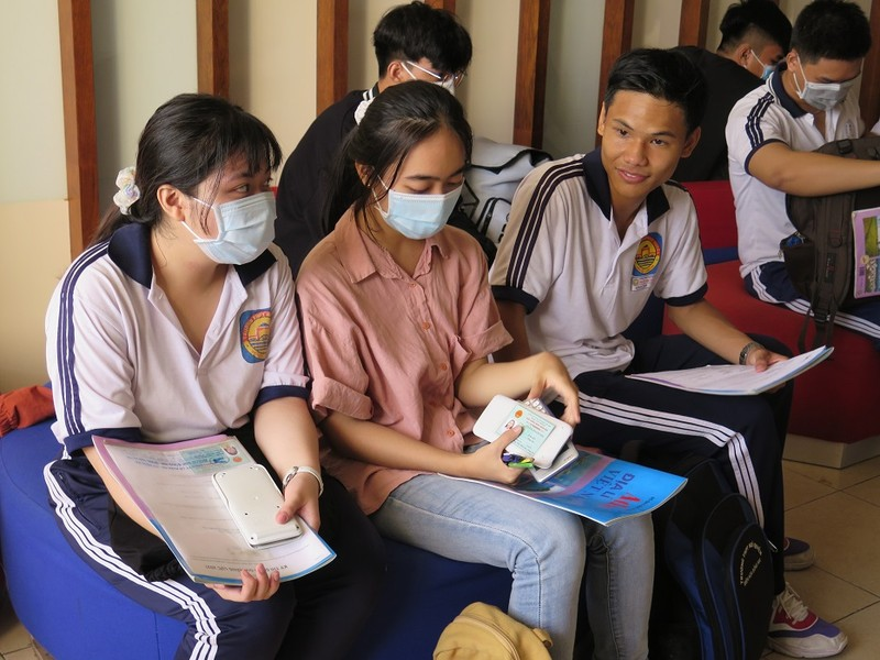 Xuất hiện nhiều học sinh lớp 11 dự thi đánh giá năng lực - ảnh 1