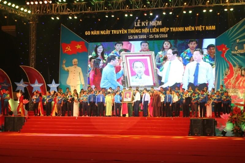 Tặng huân chương Hồ Chí Minh cho thế hệ thanh niên VN - ảnh 1