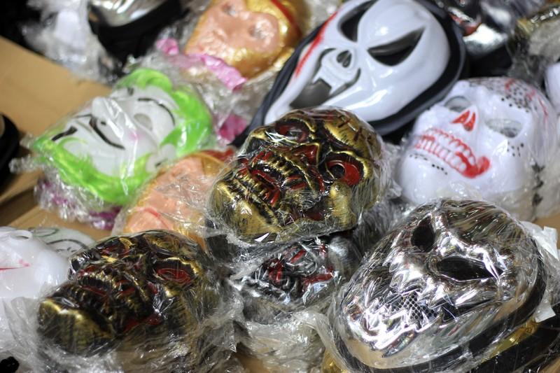 Tràn ngập trang phục Halloween trên đường phố - ảnh 3