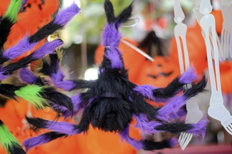 Tràn ngập trang phục Halloween trên đường phố - ảnh 4