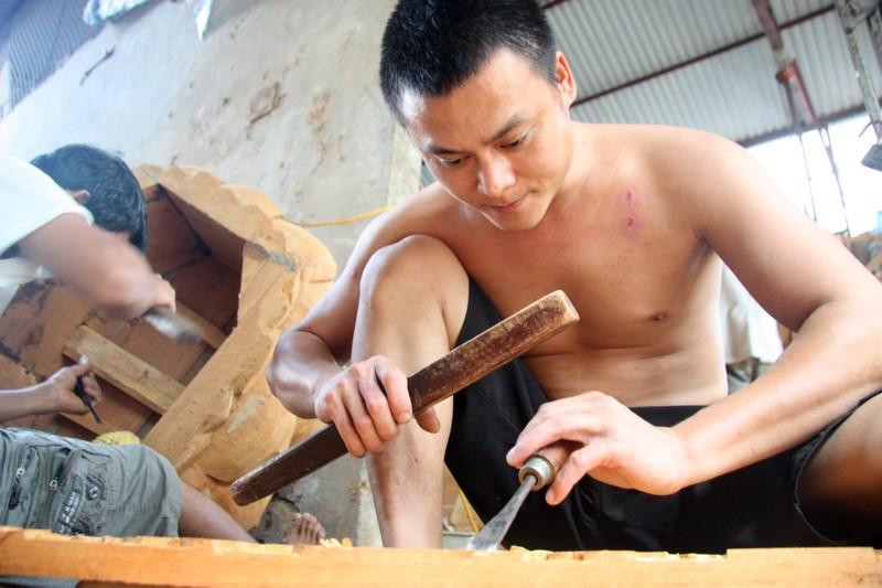 Độc đáo với nghề tạc tượng thờ ở Thanh Oai - ảnh 1
