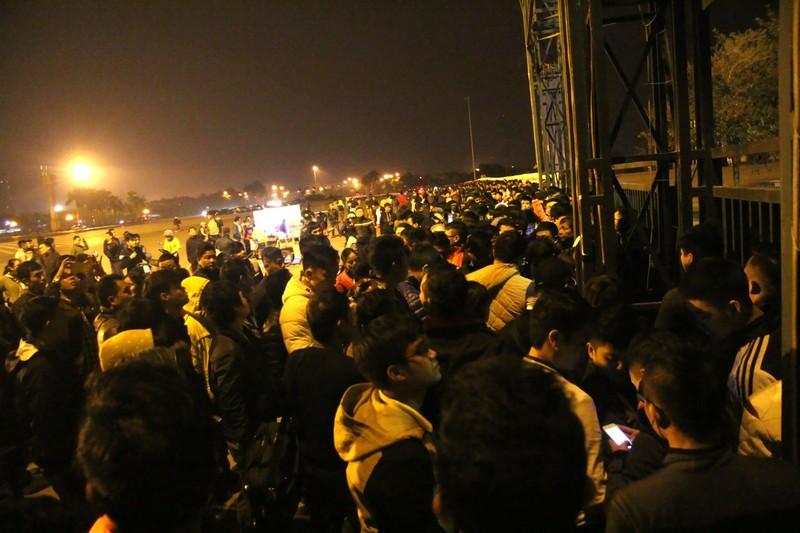Trắng đêm chờ mua vé ở sân vận động Mỹ Đình  - ảnh 15