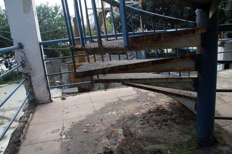 Cận cảnh bên trong công viên nước bị bỏ hoang - ảnh 7