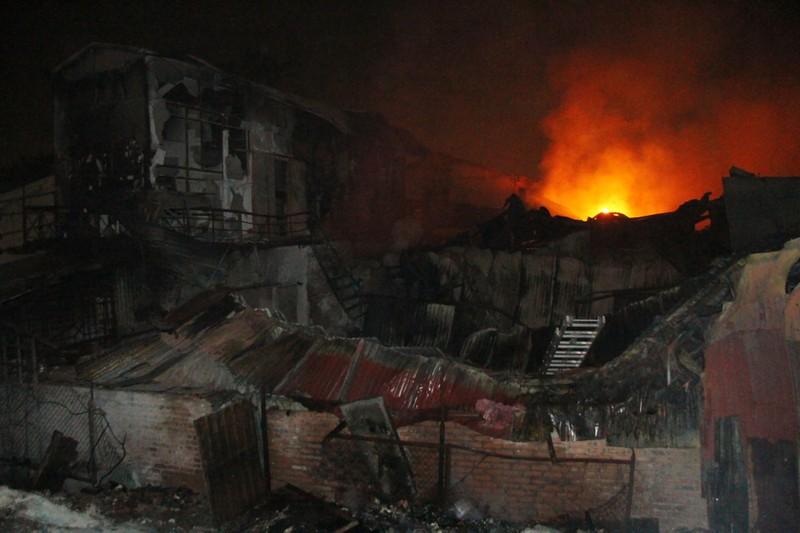 Hà Nội: Hơn 1.000 m2 nhà xưởng bị thiêu rụi trong đêm - ảnh 13