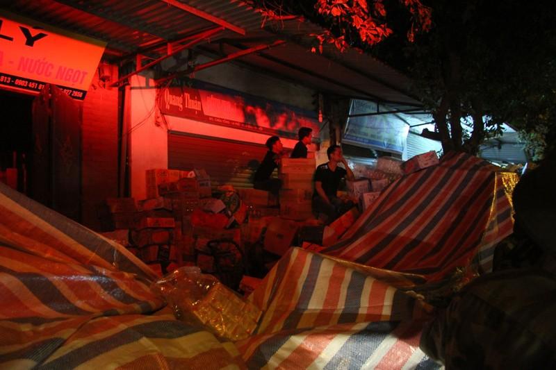 Hà Nội: Hơn 1.000 m2 nhà xưởng bị thiêu rụi trong đêm - ảnh 5