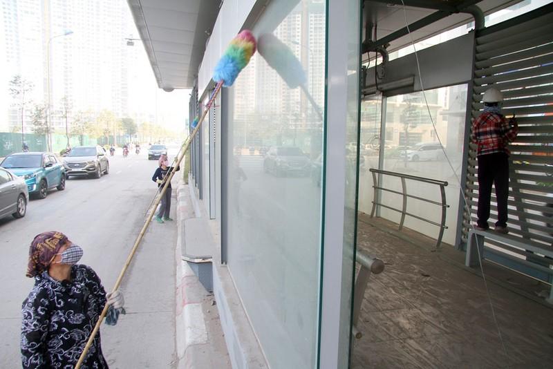 Nhà chờ xe buýt nhanh sát ngày vận hành vẫn ngổn ngang - ảnh 11