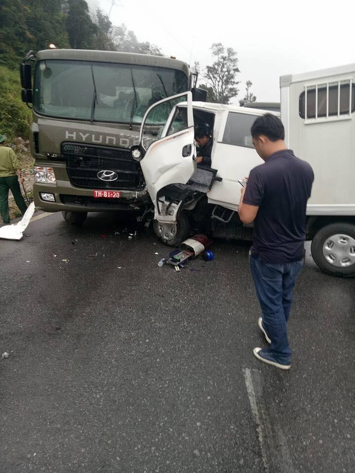 Xe chở phạm nhân gặp nạn, 6 người thương vong - ảnh 1