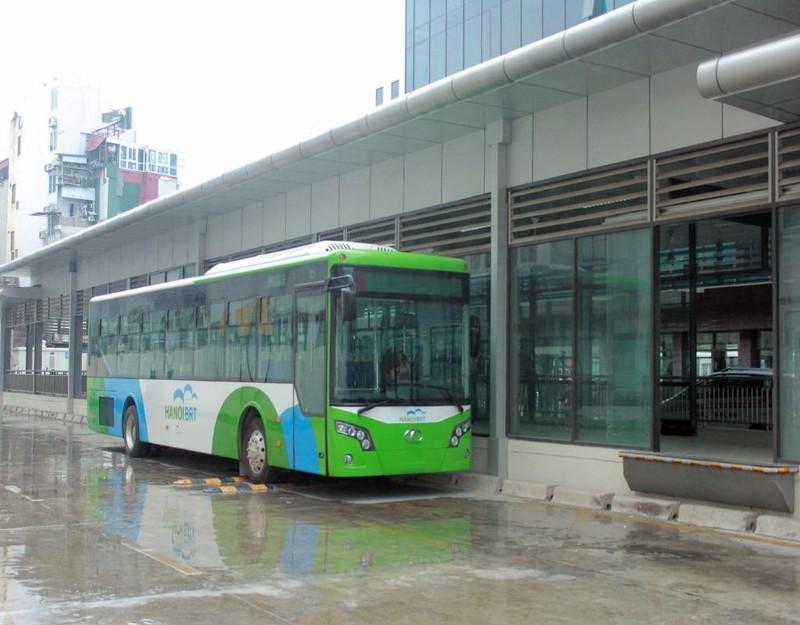Chiếc xe buýt nhanh BRT tại  bến xe Kim Mã , Hà Nội sáng nay được vận hành chạy thử nghiệm.