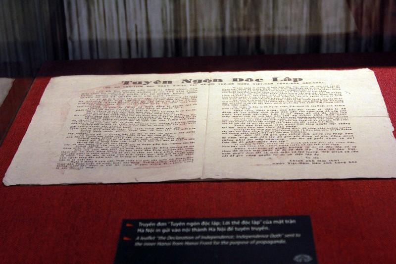 Trưng bày 200 tài liệu, hiện vật 'Sống mãi với Thủ đô' - ảnh 12