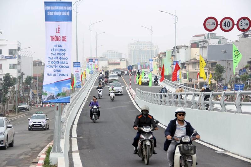 Chính thức thông xe tại cầu vượt 'khủng' làm bằng thép