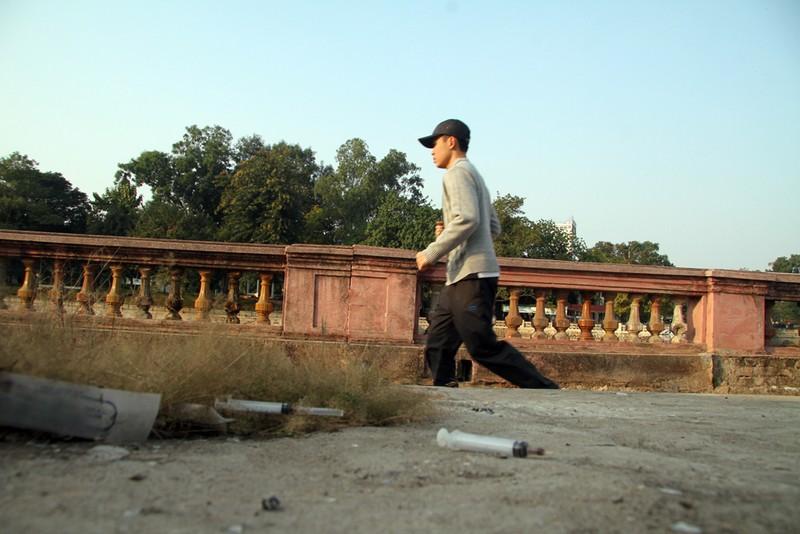 Ảnh: La liệt kim tiêm sau công trình đường sắt Nhổn - ảnh 10