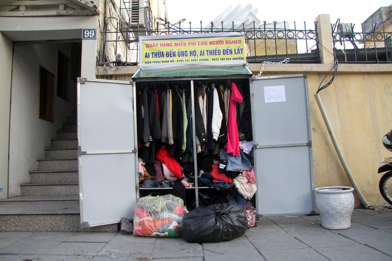 Hà Nội: Xuất hiện tủ quần áo miễn phí cho người nghèo - ảnh 1