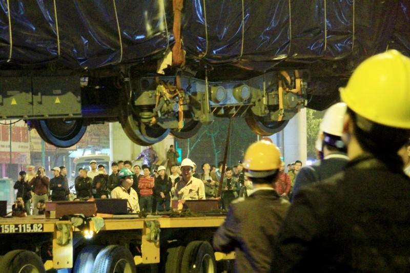 Đường sắt Cát Linh - Hà Đông: Lên ray toa tàu đầu tiên - ảnh 9