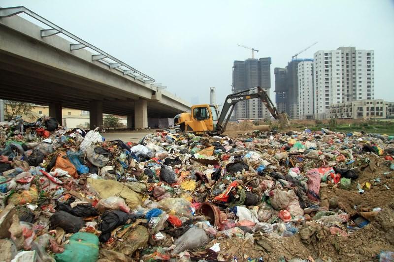 Công ty đổ trộm 80 tấn rác có thể bị phạt đến 400 triệu - ảnh 1
