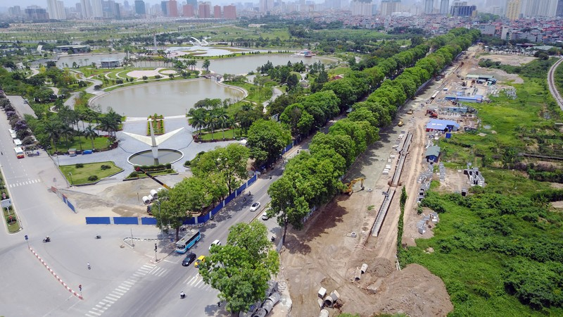 Dân đội nắng đi qua những con đường từng chặt hạ cây - ảnh 16