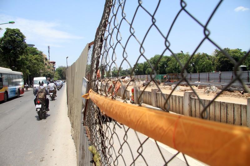 Dân đội nắng đi qua những con đường từng chặt hạ cây - ảnh 5