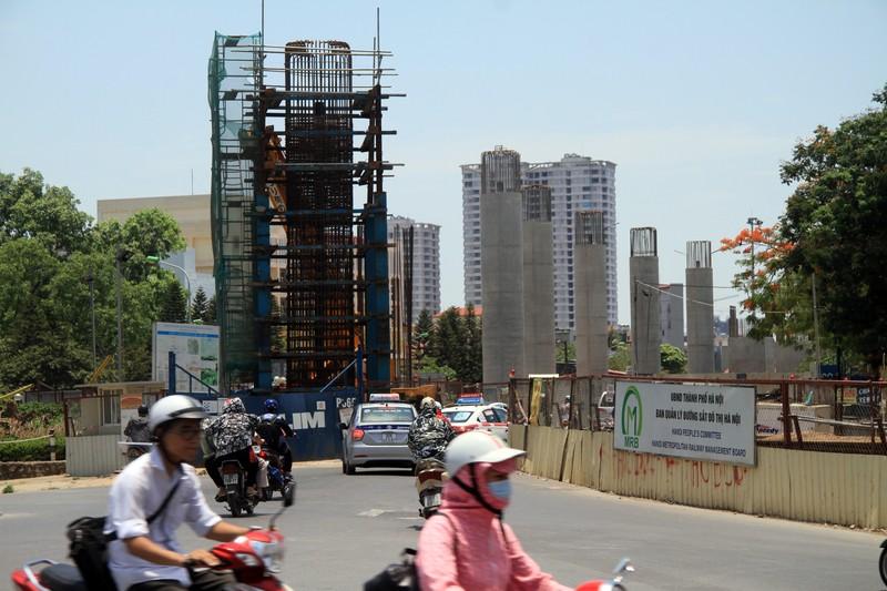 Dân đội nắng đi qua những con đường từng chặt hạ cây - ảnh 6