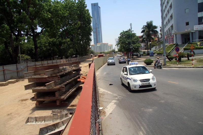 Dân đội nắng đi qua những con đường từng chặt hạ cây - ảnh 10