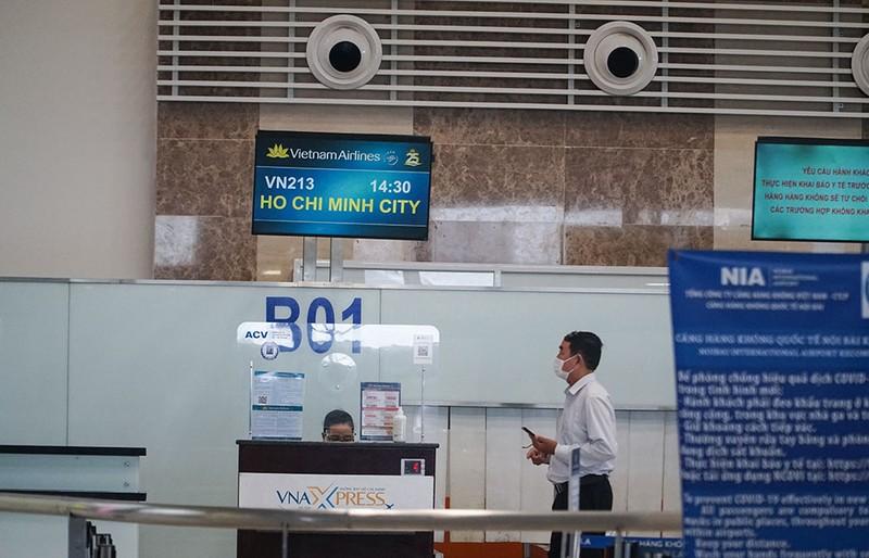 Cận cảnh sân bay Nội Bài ngày đầu mở cửa đón khách trở lại - ảnh 5