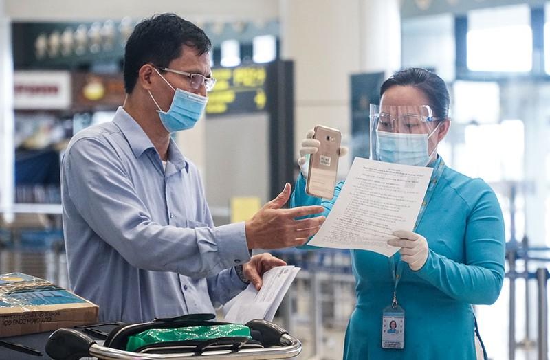 Cận cảnh sân bay Nội Bài ngày đầu mở cửa đón khách trở lại - ảnh 4