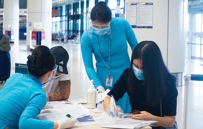 Cận cảnh sân bay Nội Bài ngày đầu mở cửa đón khách trở lại - ảnh 6
