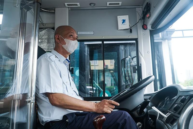 Chùm ảnh: Những chiếc xe buýt ở Hà Nội nổ máy sẵn sàng cho ngày hoạt động lại - ảnh 3
