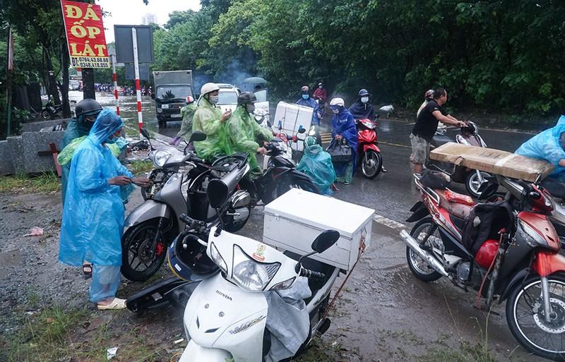 Hà Nội: Đại lộ Thăng Long hóa 'sông', nhiều phương tiện chết máy - ảnh 8
