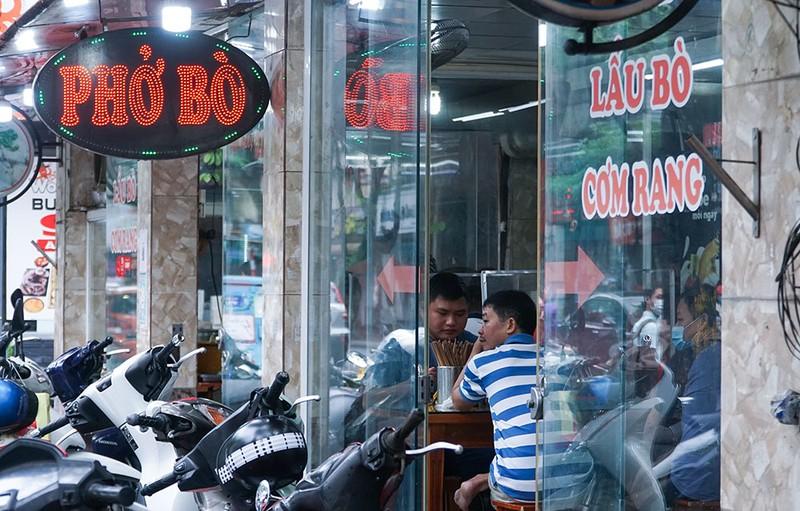 Sau 2 tiếng, cửa hàng bán cả trăm bát bún trong ngày đầu phục vụ khách tại chỗ - ảnh 6
